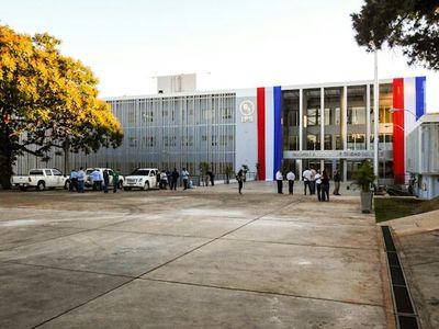 IPS inaugura edificio de US$ 60 millones, pero no tienen jeringa