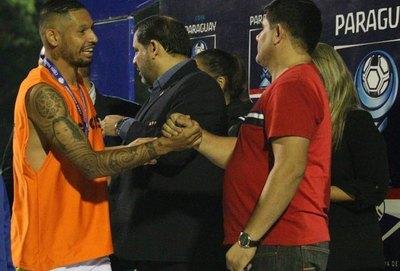 Fabio Escobar subasta una camiseta de Zlatan Ibrahimović