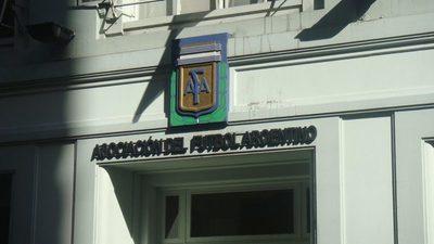 AFA suspende campeonatos y anula descensos en Argentina
