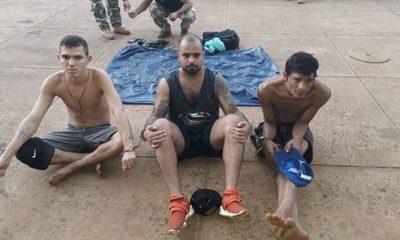 """Cruzaron el río Paraná a bordo de un colchón inflable y fueron """"pillados"""" tras alcanzar la costa"""