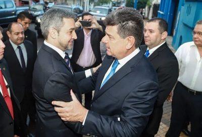 """Efraín se autoproclama vocero de """"todos los paraguayos"""" y pide renuncia del presidente"""