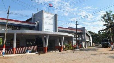 Reos y agentes penitenciarios sofocan llamas en Tacumbú