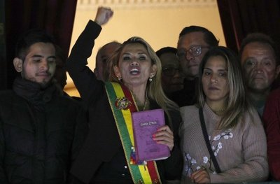 Convocatoria a elecciones vuelve a tensar a Bolivia