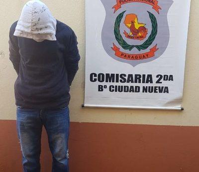 Se presentó ante la comisaría para una gestión y quedó detenido
