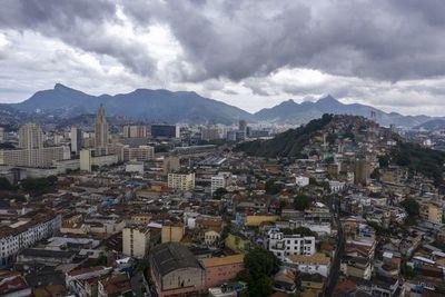 Brasil, epicentro latinoamericano de la pandemia, preocupa a sus vecinos