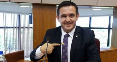 Senado aprueba interpelación a Eduardo Petta