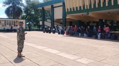Más de 3.000 connacionales llegaron al país desde el inicio de la cuarentena. Ministro pide solidaridad y respeto
