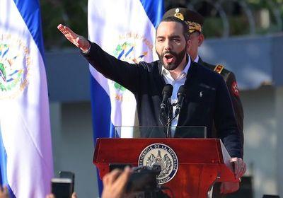 ¿Primer dictador milenial? Bukele, entre aplausos y críticas en El Salvador
