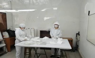 HOY / Paraguayos elaboran tapabocas con sello de calidad