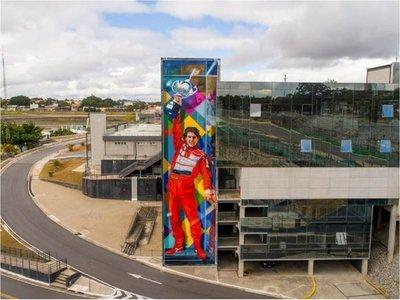 Autódromo de Interlagos celebra sus 80 años con un mural gigante de Senna