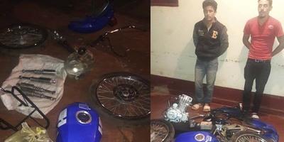 POLICÍAS DE NATALIO RECUPERAN PARTES DE MOTOCICLETA HURTADA.
