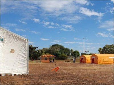 Instalan carpas para albergar a compatriotas que vienen de Brasil