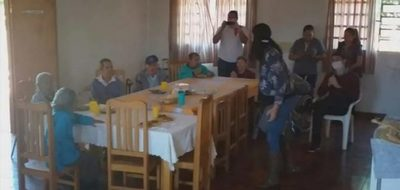 Docente festejó su cumpleaños en hogar de ancianos