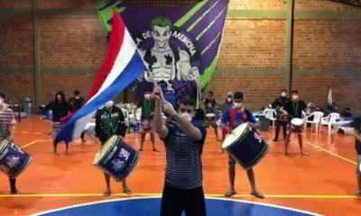Paraguayos en albergue homenajean a la patria y a las madres