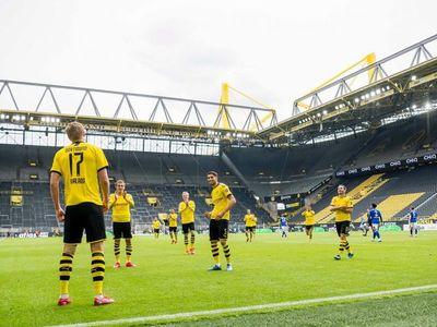 El Dortmund golea al Schalke en el regreso de la Bundesliga