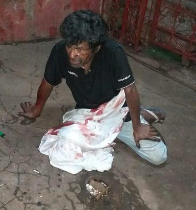 Muere indigente herido durante riña