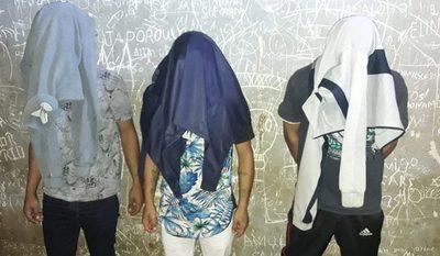 Apresan a tres sujetos por robo domiciliario