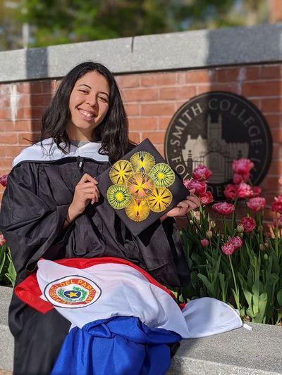 Una joven paraguaya, flamante economista graduada en la Smith College de los EEUU