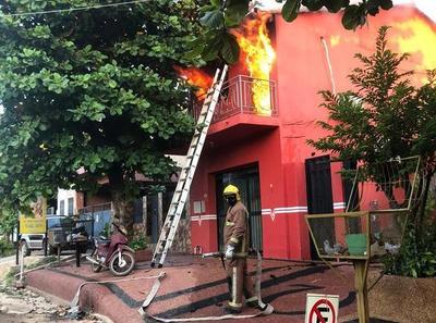 Intervención en incendio desnuda una vez más precariedades que sobrellevan bomberos de Concepción