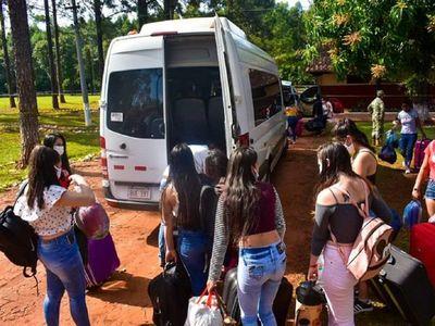 Connacionales abandonan albergue de Comisoe tras cumplir cuarentena
