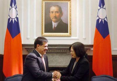 Horacio Cartes felicitó a presidenta de Taiwán por su segundo mandato