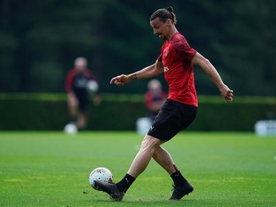 Zlatan se retira lastimado del entrenamiento