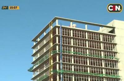Obrero muere al caer del piso 12 de edificio en construcción
