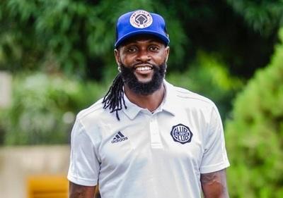El mensaje de Adebayor tras dudas de su retorno