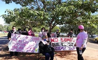 HOY / Pacientes oncológicos protestan y exigen que habiliten bloque C en Hospital de Itauguá