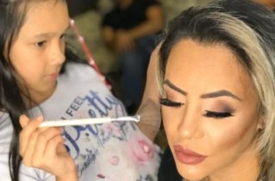 La hija de Laura Brizuela ya hace tutoriales de maquillaje