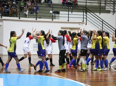 Futsal Femenino: el Ciclón saca ventaja.
