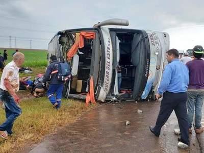 Grave accidente involucra a varios vehículos