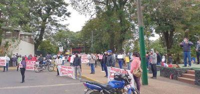 Pobladores de Ñemby exigen intervención de la municipalidad