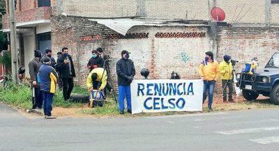 Renuncia masiva y pedido de renuncia de titular de Luqueño