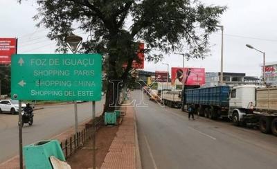 HOY / Más de 300 camiones entran y salen por día por el Puente de la Amistad