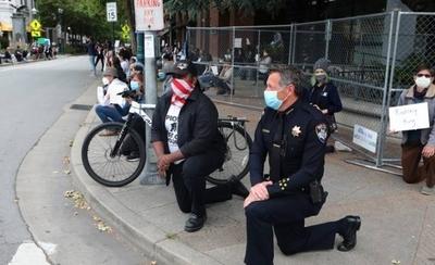 HOY / Una rodilla en el suelo para pedir perdón a EEUU, pero siguen las revueltas y detenciones