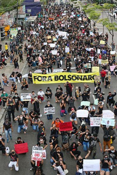Se multiplican las iniciativas de la sociedad civil contra Bolsonaro