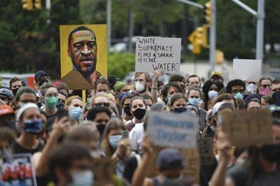 Miles de personas marchan  contra el racismo en el mundo