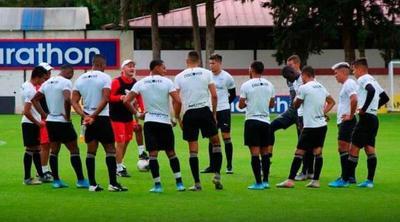 Los futbolistas en Ecuador retomarán entrenamientos sin bajas por COVID-19
