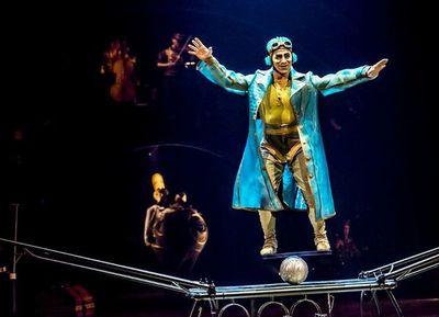 El legendario Cirque du Soleil camina sobre la cuerda floja