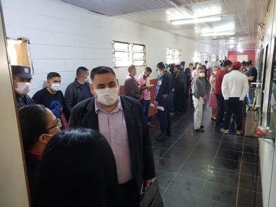 Irónico: Imputados denuncian aglomeración en sede de la Fiscalía
