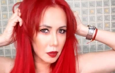 Norath Alfonzo presume su roja cabellera