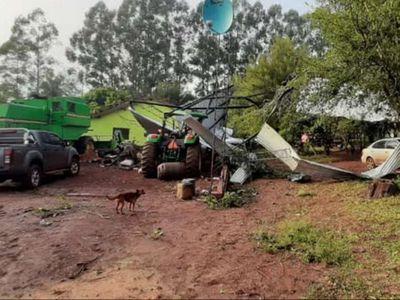 Temporal destruye casas y depósitos en Itapúa Poty