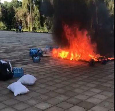 Tenso ambiente en hogar de cuarentena, vuelven a quemar colchones