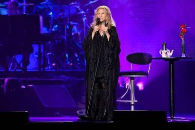 Barbra Streisand dona acciones de Disney a la hija de 6 años de George Floyd