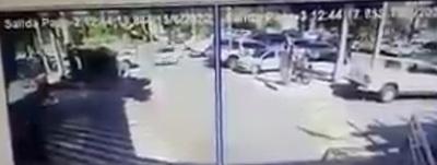 Asalto tipo comando en el estacionamiento del Shopping del Sol