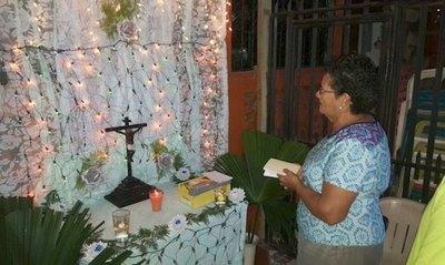 Feligreses piden poder rezar también el rosario a sus difuntos