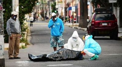 No encuentran lugar en los hospitales y caen muertos en la vía pública