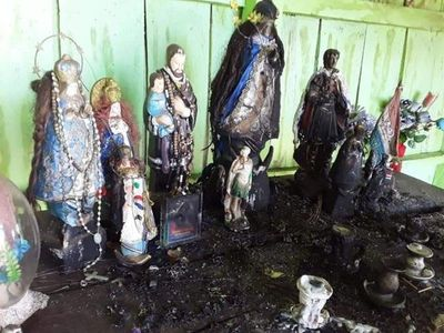 Queman imágenes de santos en la cima del Cerro Corá