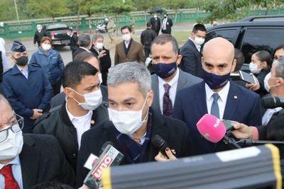 """""""Vamos a respetarle al ministro de Salud para seguir siendo ejemplo en el mundo"""", dijo Mario Abdo"""